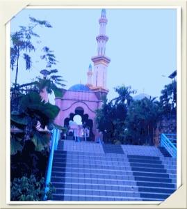 naiki tangga tangga ke masjid ,,